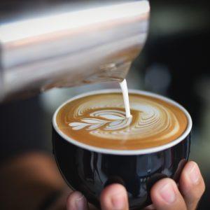 نقاشی بر روی قهوه (لاته آرت)